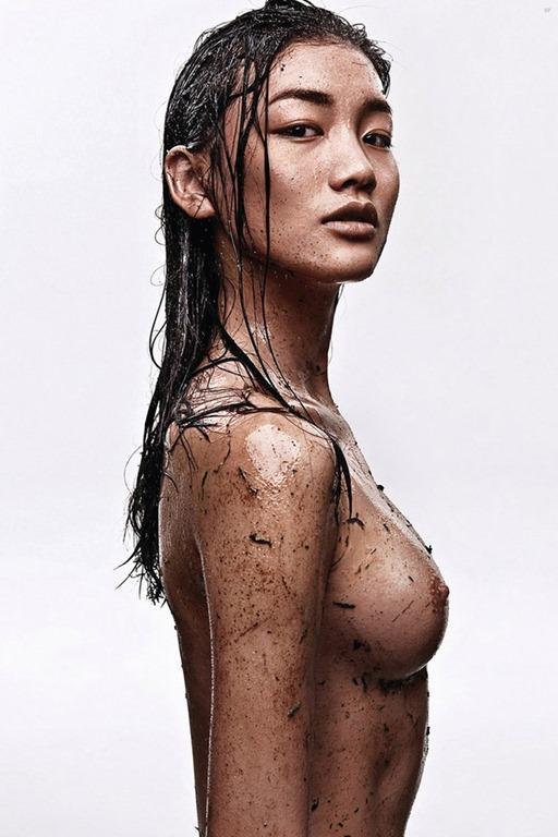 женские груди под водой фото