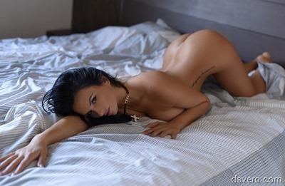 Обнаженные девушки в постели