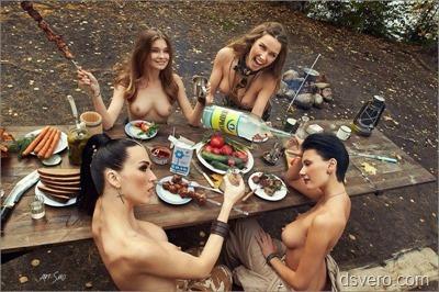 Очень много голых девушек