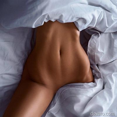 Полная голая девушка и худенькая