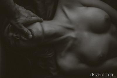 Девушки и мужские руки