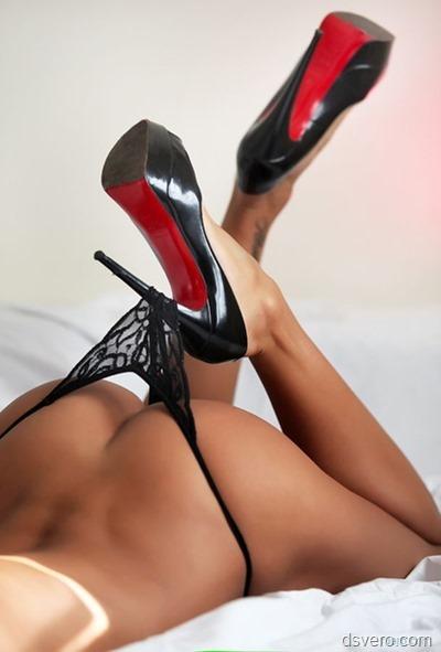Красивая попка и туфельки с каблучками