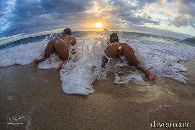 Голые девушки на море