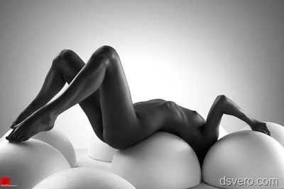 Черно-белая обнаженка
