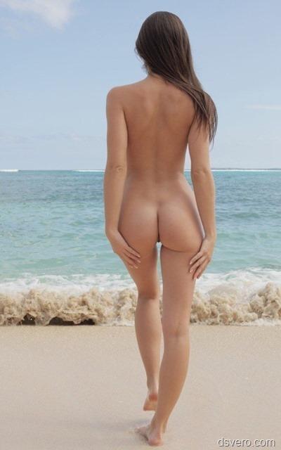 Классные голые девушки на море