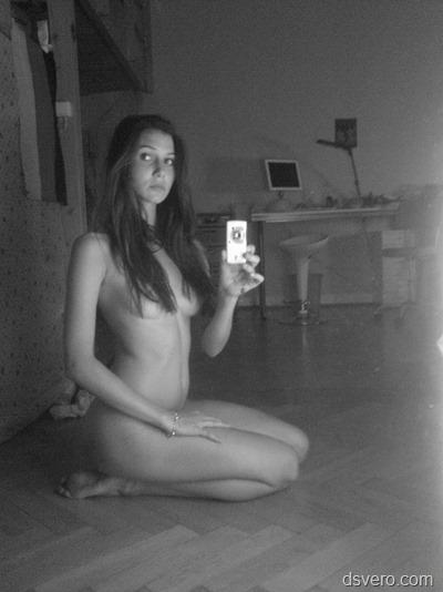 Сексуальная девушка голая и одетая