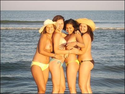 Фотки голых подружек на пляже