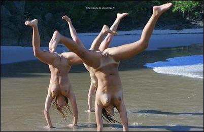 Голые и сексуальные девушки на море