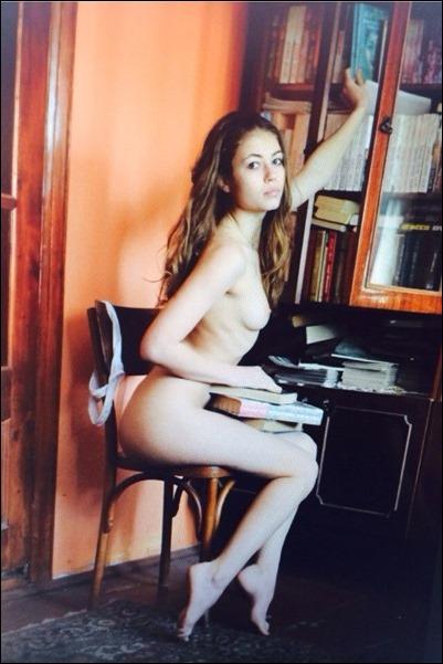 Голая девушка Виктория Алико