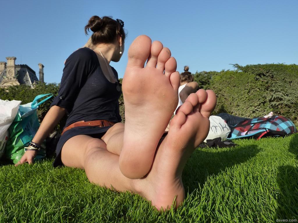 Teenager girls barefoot images, stock photos vectors
