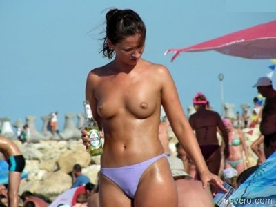 Обнаженные девушки на пляжах, у моря