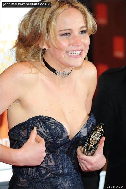 У Дженнифер Лоуренс выпала грудь