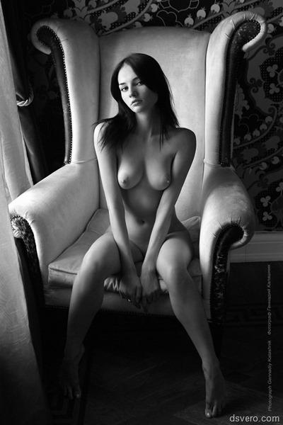 Изящно изогнутое женское тело
