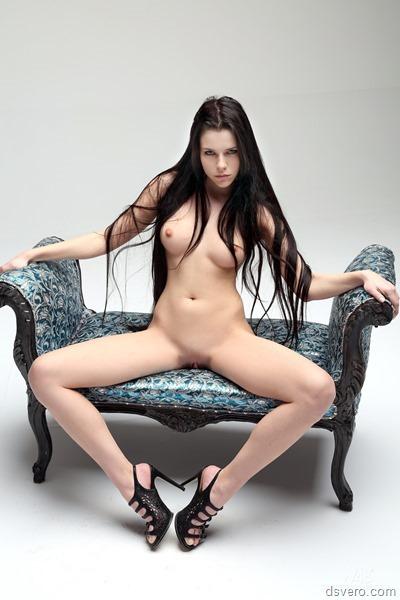 Голые девушки с длинными волосами