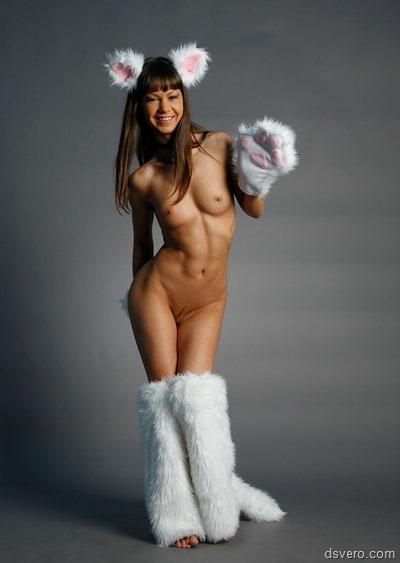 Голые девушки в кошачьих нарядах