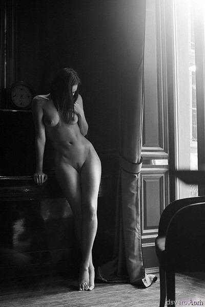 Черно-белые эротические фотки
