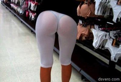 Девушки в просвечивающейся одежде