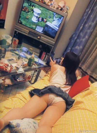 Голые девушки–геймеры: поиграем?