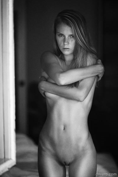 Юная, красивая, голая девушка