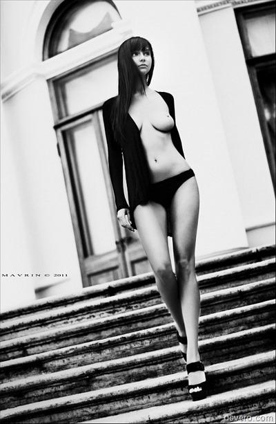 Эротическая черно-белая фотография