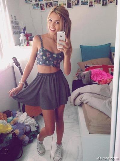 Разные селфи девушек в одежде