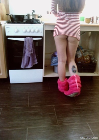 Обнаженные девушки на кухне