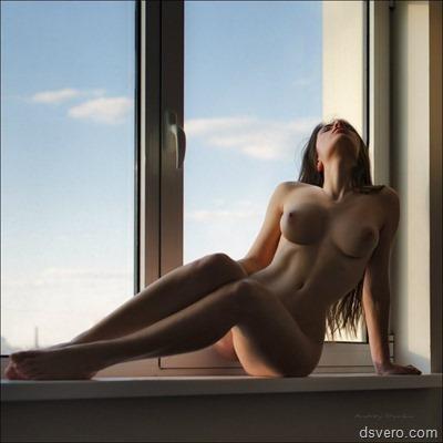 Голые и сексуальные девушки у окна