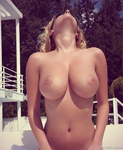 Фотки девчонок с голыми сиськами