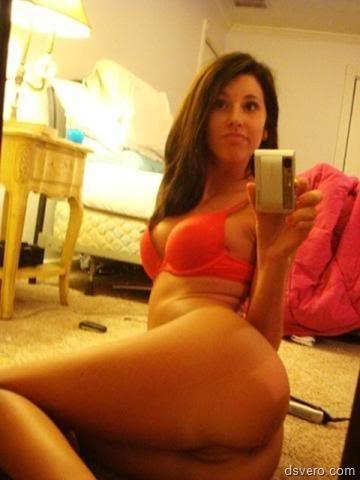 Голые, молодые: селфи перед зеркалом