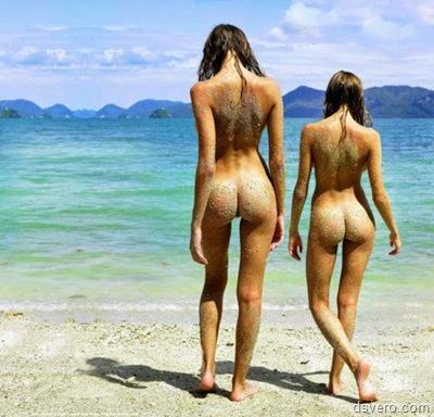 Две голые девушки на каждой фотке