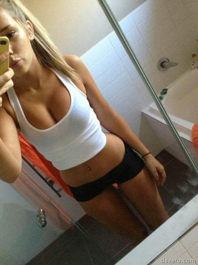 Девушки фотают себя одетых