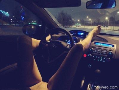 Машины и голые девушки