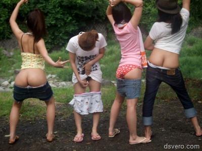 Групповые фотки голых девчонок