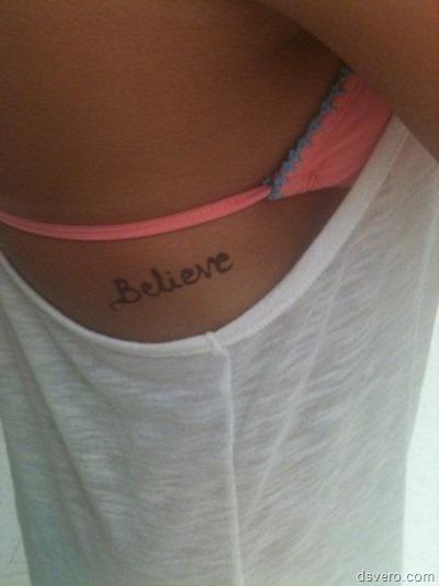 Татуировки около груди: сексуально