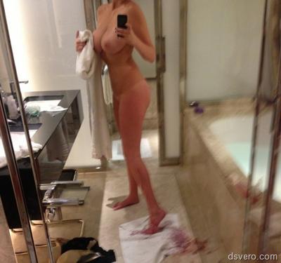 Селфи молодых голых девушек