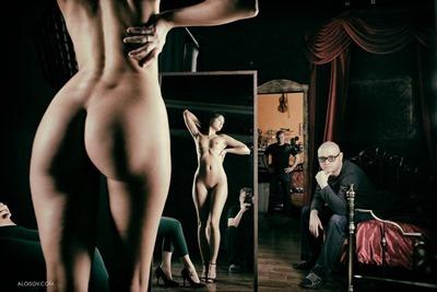 Алёша Алоисов и голая девушка в луже