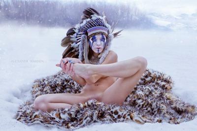 Голая девушка индеец зимой