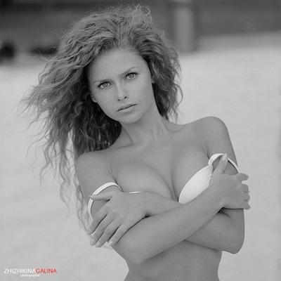 Молодая ню модель Юлия Ярошенко