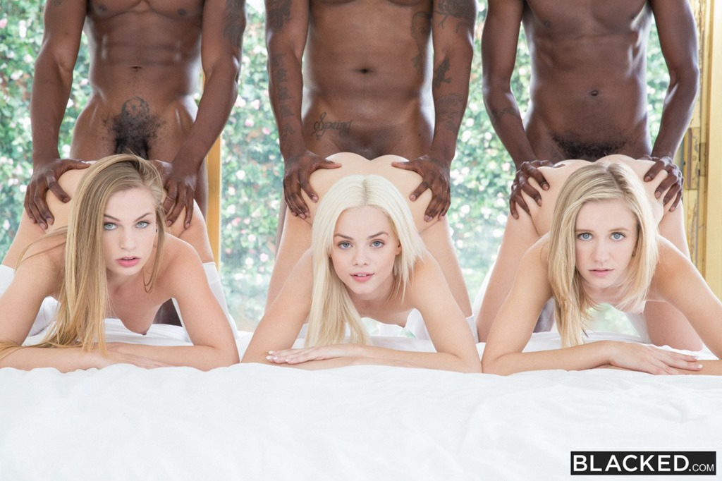 Три блондинки в эротике (17 фото)