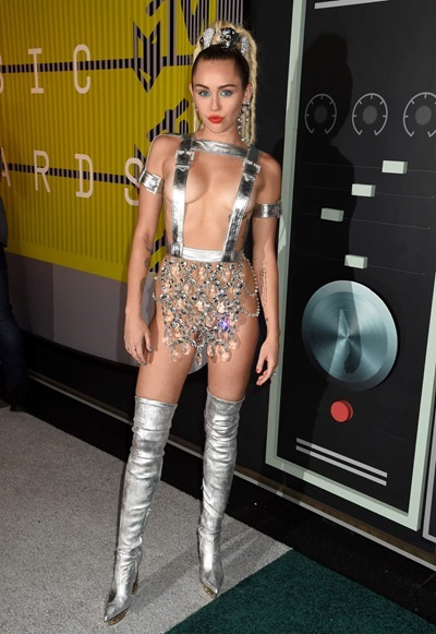 Откровенные наряды Miley Cyrus