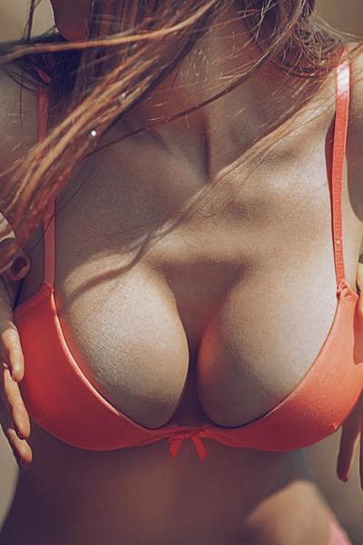 Голые женские сиськи