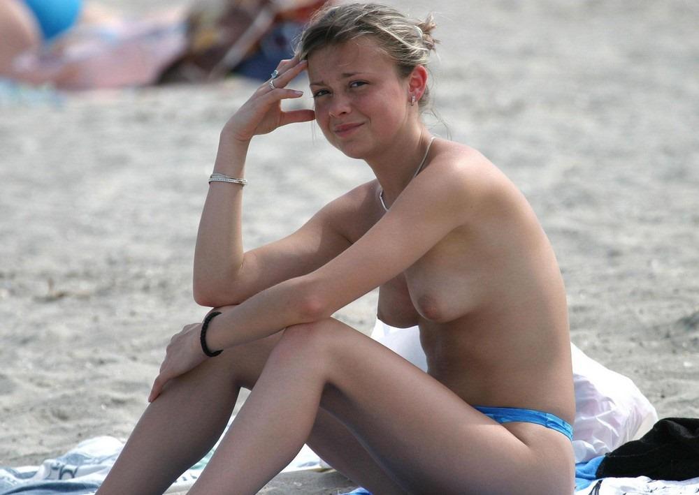 голые девушки на общественном пляже