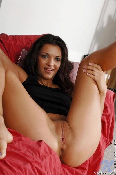 Девушка с секс игрушкой Alicia