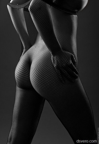 Черно-белые голые девушки