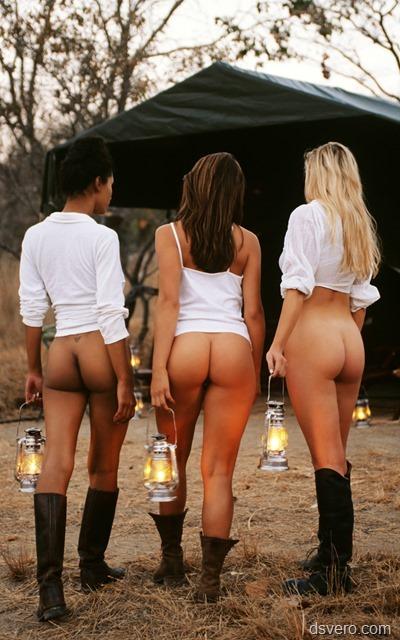 Девушки с голые снизу, одетые сверху