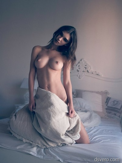Девушки в кроватях