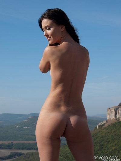 Обнаженная женская грудь (голые сиськи)