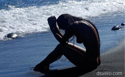 Море и голые девушки