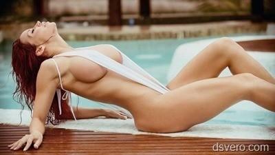 Бассейны с голыми девушками