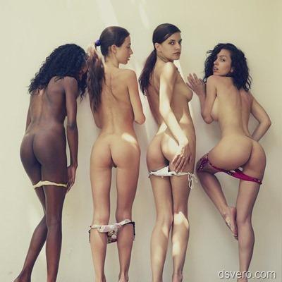 Группы обнаженных девушек